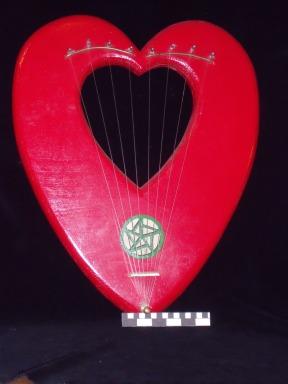 Heart shaped lyra